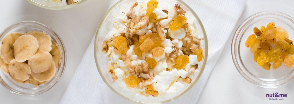 Receta exprés: queso cottage con pasas golden y nueces