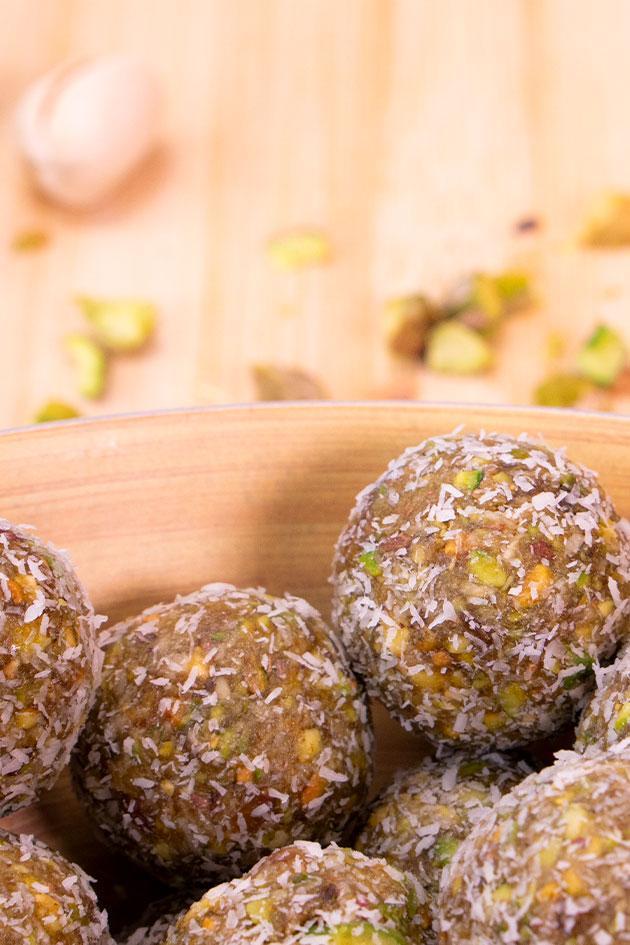 Bolitas energéticas de pistacho y coco